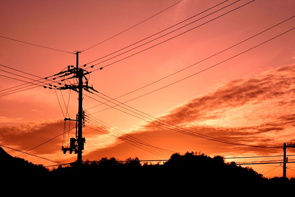 【電力】遅々として進まない「無・電柱化」計画 たった1kmで4億円の高コスト いまだに毎年7万本も新設される電柱★3 [無断転載禁止]©2ch.net YouTube動画>20本 ->画像>98枚