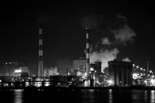 工場夜景5(モノクロ)