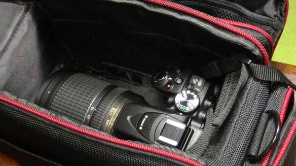 カメラバッグにカメラ2