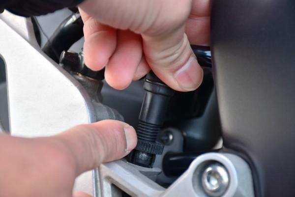 ブレーキセンサー調整方法