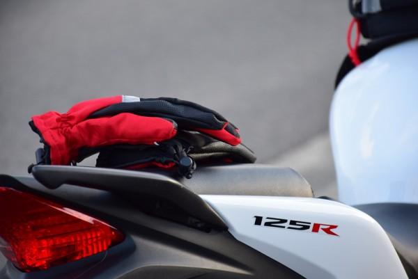 125ccバイクとバイクグローブ