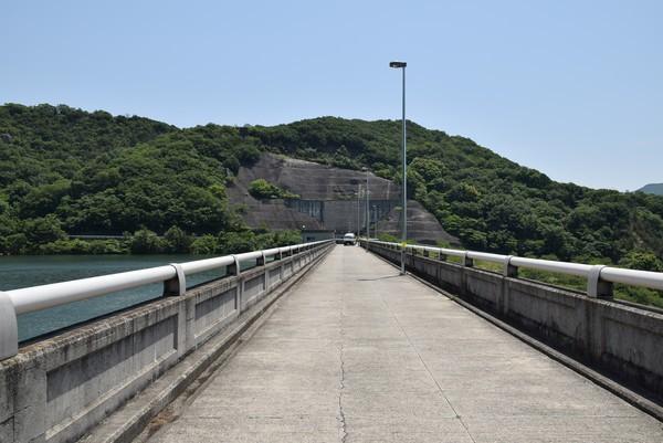 粟地ダム堤頂