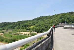 粟地ダム堤頂部分