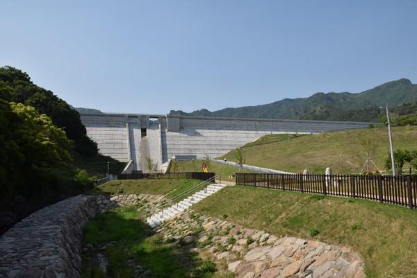 内海ダム遠景