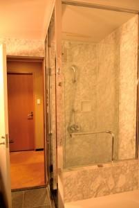 バスルームシャワー