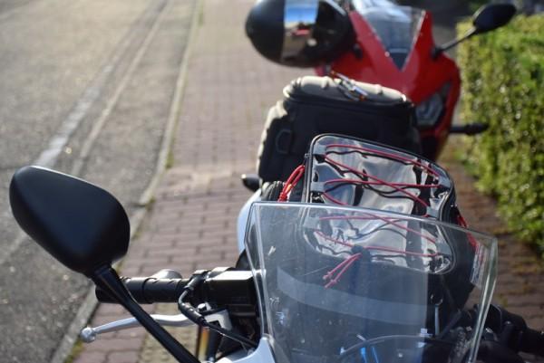 隼駅とバイク