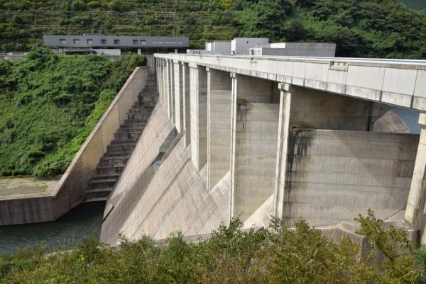 奥津湖と苫田ダム