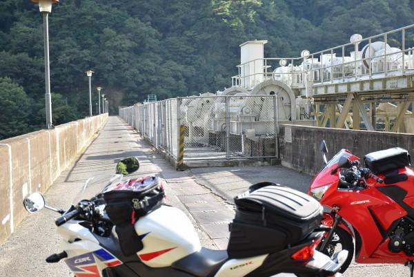 ダムとバイク