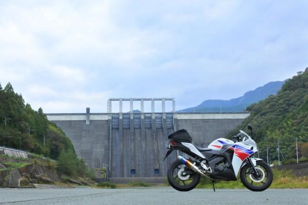 早明浦ダムとバイク