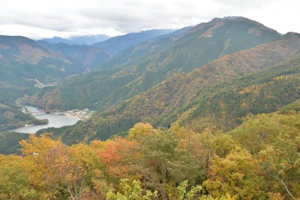 金砂湖と紅葉