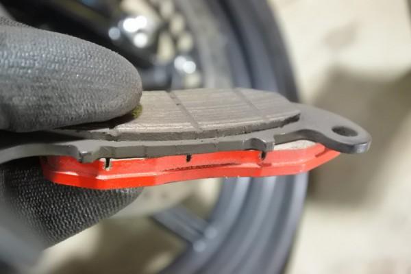 デイトナ 赤パッド CBR125R ブレーキ交換