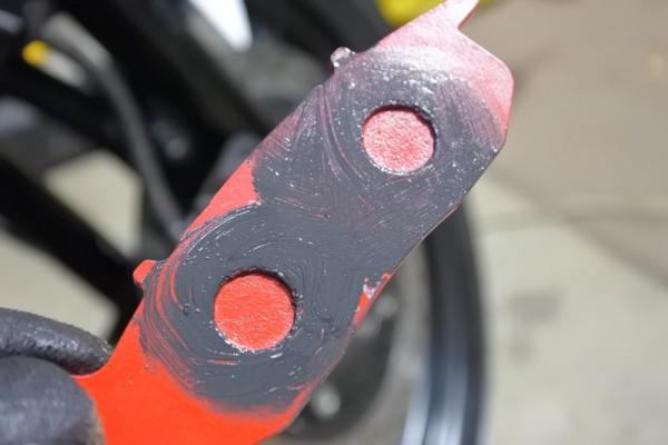 ブレーキパッド交換 グリス ブレーキ鳴き対策