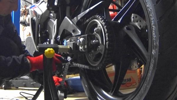 チェーン調整 CBR125R バイク