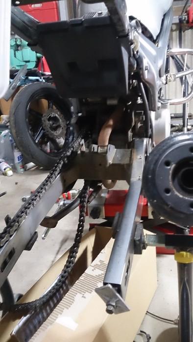 スイングアームピボットベアリング 交換 バイク