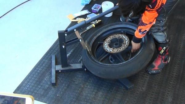 バイク タイヤ交換 手組み ビードブレーカー