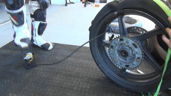 バイク タイヤ交換 手組み 空気入れ