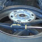 【バイクのタイヤ交換】女性でも簡単にできるコツと手順!タイヤチェンジャーを使わない手組みの方法、準備物の紹介