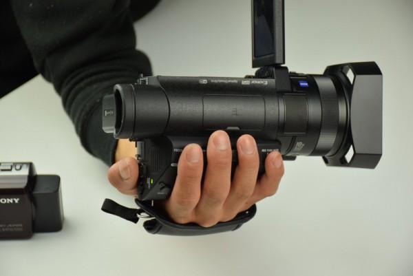 AX700 ビデオカメラ 大きさ