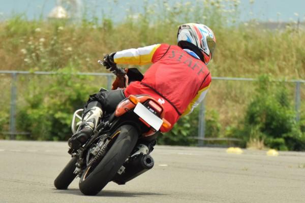 ジムカーナ バイク VTR
