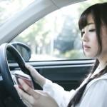 二輪も!運転中ナビ見て免停!?ながら運転の法改正(2019年12月)で罰則強化!携帯電話保持の反則金、違反点数は?