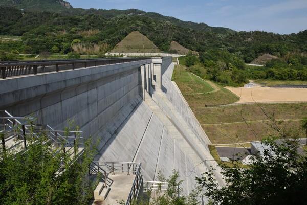 内海ダムの長さ
