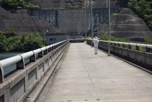 粟地ダム堤頂2