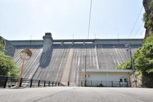 吉田ダムを見上げる5