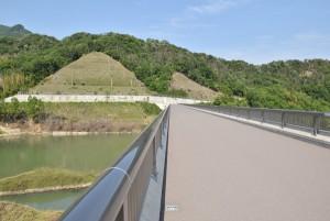 内海ダムを歩く