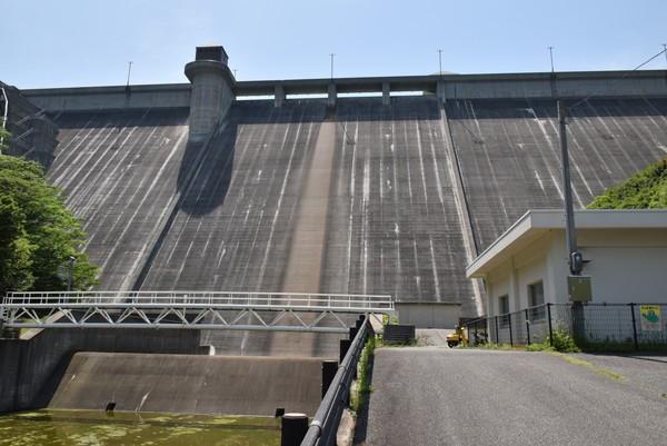 吉田ダムを見上げる3