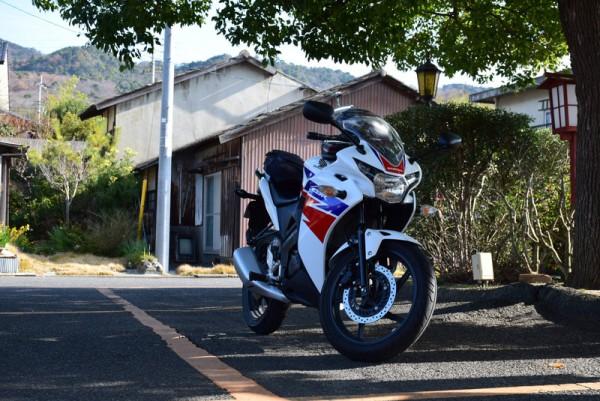 バイクで山田家