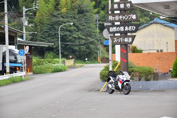 スーパー林道へ行く道