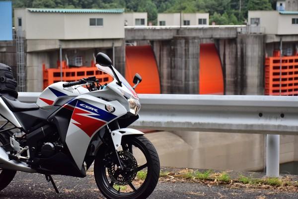 正木ダムとバイク