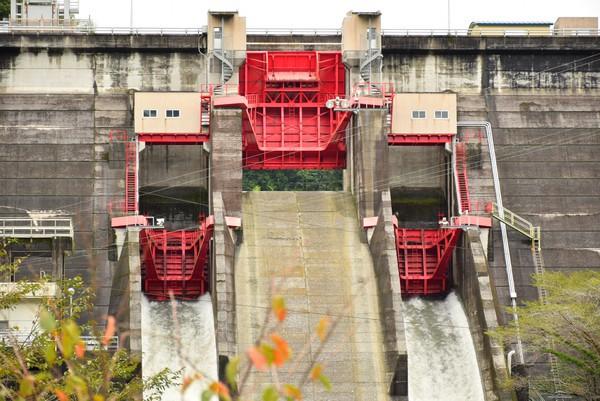 鏡ダム 赤いゲート