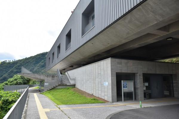 苫田ダム管理事務所