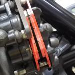 CBR125Rブレーキ交換方法!デイトナ赤パッド取り付けに必要な工具と作業手順 フロントもリアも簡単にできる