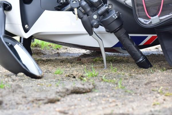 バイク CBR125R 転倒