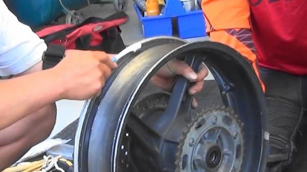 バイク タイヤ交換 手組み ビードワックス