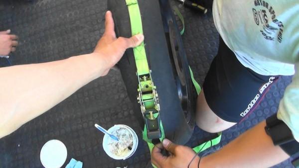 バイク タイヤ交換 手組み ラッシングベルト