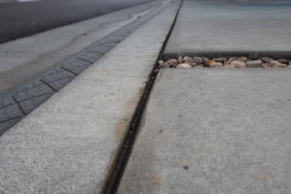 高圧洗浄機 コンクリート目地 汚れ