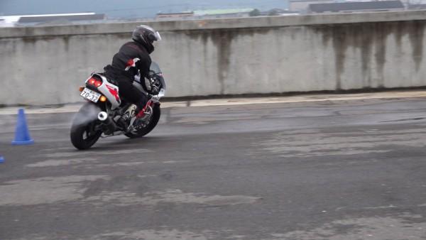 バイク Uターン CBR400RR