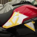 バイクのニーグリップパッドを自作!【グロム】滑り止めシートでの作り方