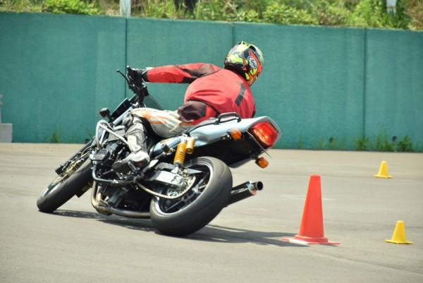 大型バイク ジムカーナ的 ZRX