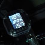 バイクの空気圧点検便利グッズ!ワイヤレスモニター『TPMS』リアルタイムで温度もチェックできるセンサー