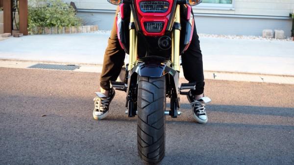 グロム 足つき タイヤ