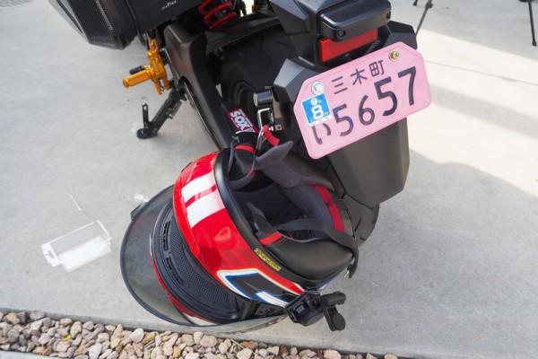 キジマ ヘルメットホルダー ロック ナンバーサイド